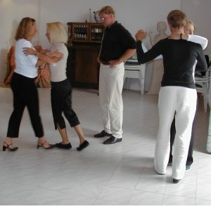 Tango lessons? The first thought most of us have about Tango lessons is being in a Tango school with a Tango teacher explaining some Tango steps. True?