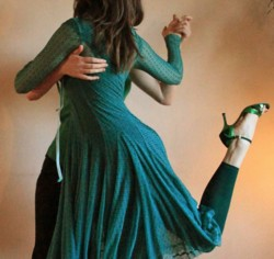 Tango lessons. A nice option for Tango clothing,: Dress at knee-lenght combined with leggings