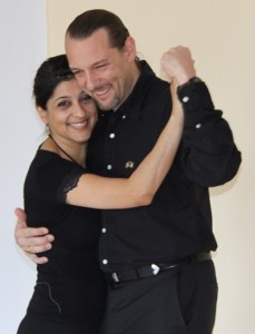 Andrés and Mira teach regularly tango lessons at La Rogaia